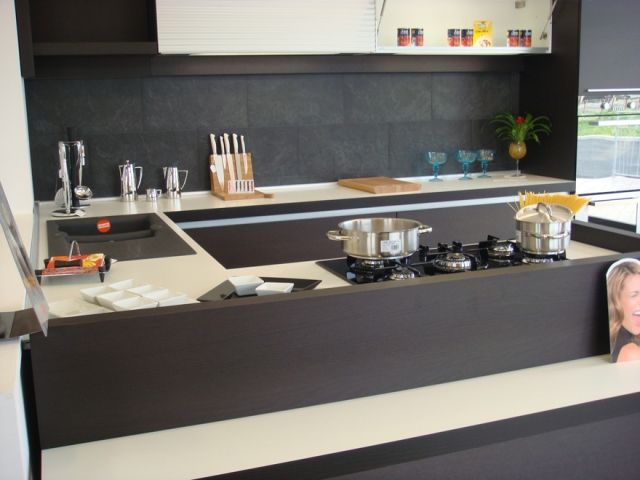 Galleria - Category: Cucine - Image: CUCINA MODERNA IN ROVERE MORO